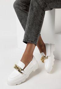 Born2be - Białe Mokasyny Egothee. Nosek buta: okrągły. Zapięcie: bez zapięcia. Kolor: biały. Materiał: jeans. Wzór: gładki. Obcas: na platformie