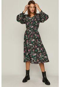 Sukienka medicine z długim rękawem, rozkloszowana