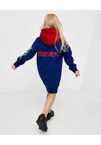 DSQUARED2 KIDS - Bawełniana sukienka z kapturem 4-16 lat. Typ kołnierza: kaptur. Kolor: czerwony. Materiał: bawełna. Długość rękawa: długi rękaw. Wzór: nadruk, kolorowy. Sezon: lato #6