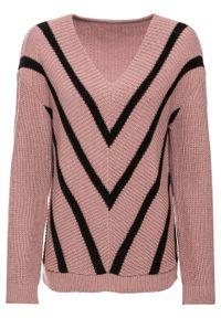 Różowy sweter bonprix z dekoltem w serek, w paski
