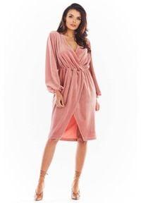 Awama - Asymetryczna welurowa sukienka z kopertowym dekoltem. Materiał: welur. Typ sukienki: asymetryczne, kopertowe