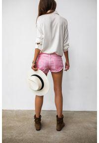Marsala - Spodenki szorty damskie ze spranego jeansu w odcieniu różowym - CANDY. Kolor: różowy. Materiał: jeans. Sezon: lato, wiosna. Styl: wakacyjny