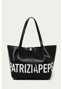 Czarna shopperka Patrizia Pepe skórzana, z nadrukiem, klasyczna
