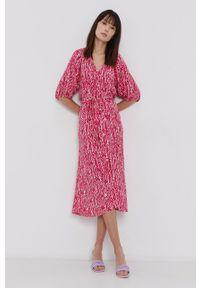 Vero Moda - Sukienka. Kolor: różowy. Materiał: tkanina, wiskoza, materiał. Długość rękawa: raglanowy rękaw. Typ sukienki: rozkloszowane