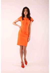 Nommo - Pomarańczowa Dopasowana Sukienka z Krawatką. Kolor: pomarańczowy. Materiał: wiskoza, poliester