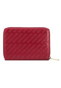 Wittchen - Damski portfel z tłoczonej skóry duży. Kolor: czerwony. Materiał: skóra. Wzór: napisy, gładki