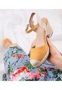 Żółte sandały SIXTH SENS w kolorowe wzory, ze sprzączką, klasyczne