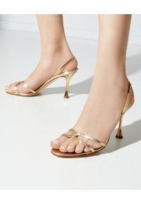 MANOLO BLAHNIK - Złote sandały Racita. Zapięcie: pasek. Kolor: złoty. Wzór: aplikacja. Obcas: na obcasie. Wysokość obcasa: średni