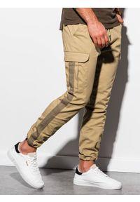 Ombre Clothing - Spodnie męskie joggery P893 - camel - XXL. Materiał: bawełna, elastan. Wzór: aplikacja