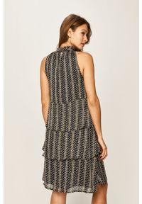 Niebieska sukienka Vila ze stójką, prosta, casualowa, bez rękawów