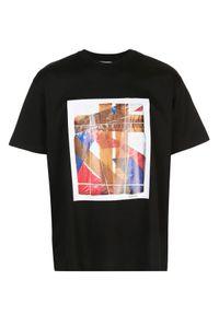 Burberry - BURBERRY - Czarna koszulka z graficznym nadrukiem. Okazja: na co dzień. Kolor: czarny. Materiał: dresówka, jeans, bawełna. Wzór: nadruk. Styl: casual