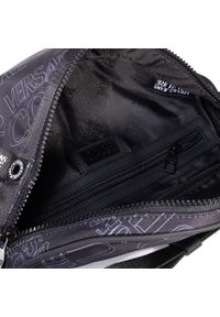 Versace Jeans Couture - Saszetka nerka VERSACE JEANS COUTURE - E1YZBB56 71743 MI9. Kolor: czarny. Materiał: materiał