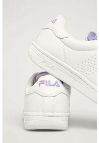 Białe buty sportowe Fila z okrągłym noskiem, na sznurówki, z cholewką