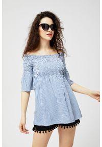 Niebieska koszula MOODO z dekoltem typu hiszpanka