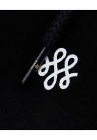 MARLU - Czarne spodnie dresowe z logowaniem. Kolor: czarny. Materiał: dresówka
