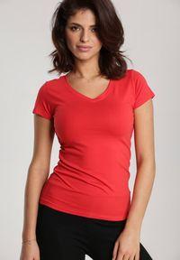 Renee - Czerwony T-shirt Mirasura. Kolor: czerwony