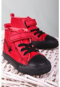 Casu - czerwone buty sportowe na rzep casu 20w6/r. Zapięcie: rzepy. Kolor: czerwony. Styl: sportowy