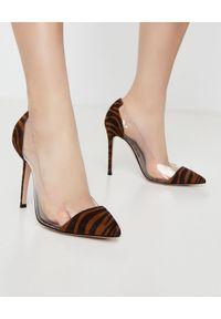 GIANVITO ROSSI - Szpilki Plexi z motywem zebry. Kolor: brązowy. Wzór: motyw zwierzęcy. Obcas: na szpilce