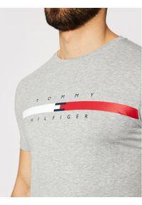TOMMY HILFIGER - Tommy Hilfiger T-Shirt Global Strpie Chest Tee MW0MW16572 Szary Regular Fit. Kolor: szary