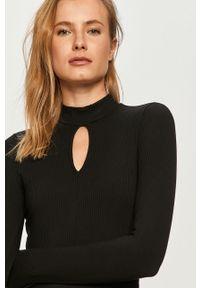 Czarna sukienka Guess z długim rękawem, na co dzień
