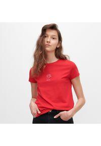 Czerwony t-shirt Reserved z nadrukiem
