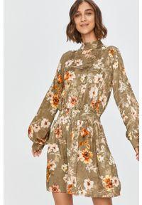 Zielona sukienka Answear Lab na co dzień, w kwiaty, prosta