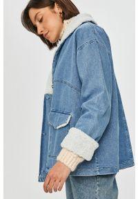 Niebieska kurtka Answear Lab wakacyjna, bez kaptura