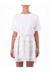 Ermanno Firenze - ERMANNO FIRENZE - Biała bawełniana sukienka z wiązaniem. Okazja: na co dzień. Kolor: biały. Materiał: bawełna. Wzór: koronka, aplikacja. Sezon: lato, wiosna. Typ sukienki: oversize. Styl: casual. Długość: mini