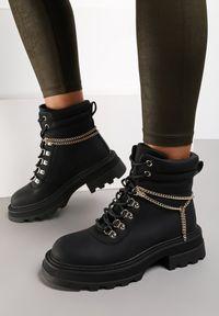 Renee - Czarne Botki Monenia. Wysokość cholewki: za kostkę. Nosek buta: okrągły. Kolor: czarny. Materiał: nubuk, syntetyk. Szerokość cholewki: normalna