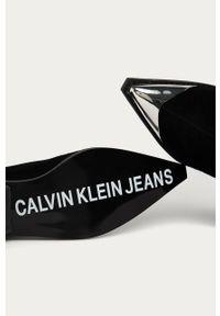 Czarne botki Calvin Klein Jeans bez obcasa, na zamek