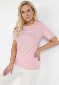 Born2be - Jasnoróżowy T-shirt Harphethis. Kolor: różowy