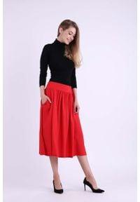 Nommo - Czerwona Rozkloszowana Spódnica Midi. Kolor: czerwony. Materiał: wiskoza, poliester