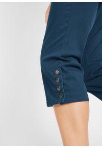 Spodnie rybaczki ze stretchem, wygodnym paskiem i guzikami bonprix ciemnoniebieski. Kolor: niebieski