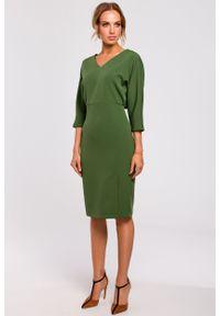 e-margeritka - Sukienka ołówkowa z kimonową górą zielona - 2xl. Okazja: do pracy, na imprezę. Kolor: zielony. Materiał: tkanina, poliester, materiał, elastan. Typ sukienki: ołówkowe. Styl: klasyczny, elegancki