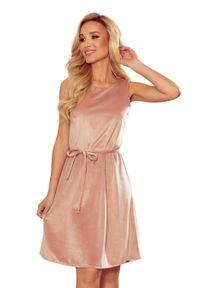 Numoco - Trapezowa Letnia Sukienka - Różowa. Kolor: różowy. Materiał: poliester, elastan. Sezon: lato. Typ sukienki: trapezowe