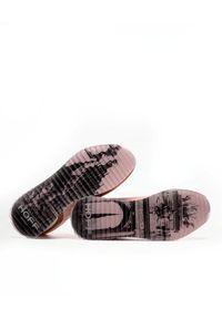 HOFF - Różowe sneakersy z nubuku Brussels. Kolor: brązowy. Materiał: nubuk. Wzór: aplikacja, nadruk