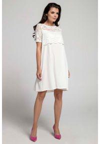 Nommo - Ecru Wizytowa Sukienka Trapezowa z Koronkową Nakładką. Materiał: koronka. Typ sukienki: trapezowe. Styl: wizytowy