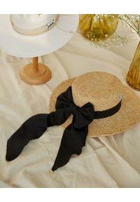 LESHKA - Słomiany kapelusz z kokardą Canotier Bow. Kolor: czarny. Materiał: materiał. Wzór: aplikacja. Sezon: lato