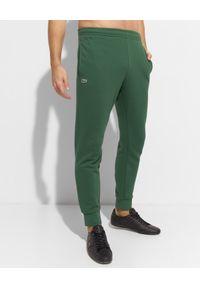 Lacoste - LACOSTE - Zielone spodnie dresowe Sport Tennis. Kolor: zielony. Materiał: dresówka. Wzór: haft