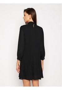 iBlues Sukienka koktajlowa Corte 72260507 Czarny Regular Fit. Kolor: czarny. Styl: wizytowy