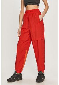 Czerwone spodnie dresowe adidas Originals gładkie