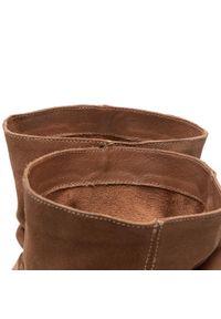 Badura - Botki BADURA - AGGA-02 Brown. Kolor: brązowy. Materiał: zamsz. Szerokość cholewki: normalna. Sezon: zima, jesień. Styl: elegancki