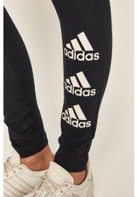 Niebieskie legginsy Adidas z nadrukiem