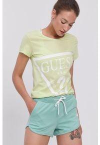 Guess - T-shirt. Okazja: na co dzień. Kolor: wielokolorowy, zielony, żółty. Materiał: dzianina, bawełna. Wzór: nadruk. Styl: casual #1