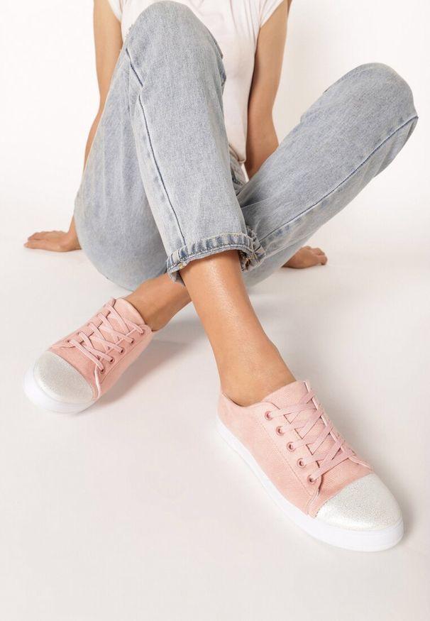 Born2be - Różowe Trampki Pumpless. Nosek buta: okrągły. Kolor: różowy. Materiał: materiał. Szerokość cholewki: normalna. Wzór: aplikacja. Obcas: na płaskiej podeszwie. Styl: sportowy