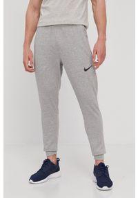 Nike - Spodnie. Okazja: na co dzień. Kolor: szary. Materiał: włókno, tkanina, skóra, dzianina. Styl: casual
