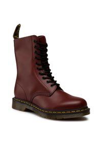 Czerwone buty zimowe Dr. Martens na co dzień, z cholewką, klasyczne