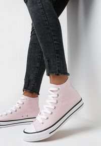 Born2be - Jasnoróżowe Trampki Nonagina. Nosek buta: okrągły. Zapięcie: sznurówki. Kolor: różowy. Szerokość cholewki: normalna. Wzór: aplikacja. Wysokość cholewki: za kostkę. Materiał: jeans, materiał, guma. Obcas: na płaskiej podeszwie. Styl: klasyczny