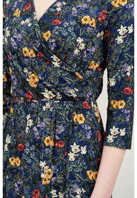 Niebieska sukienka Marie Zélie kopertowa, z krótkim rękawem, w kwiaty