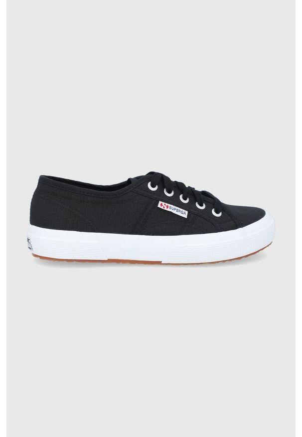 Superga - Tenisówki. Nosek buta: okrągły. Zapięcie: sznurówki. Kolor: czarny. Materiał: guma